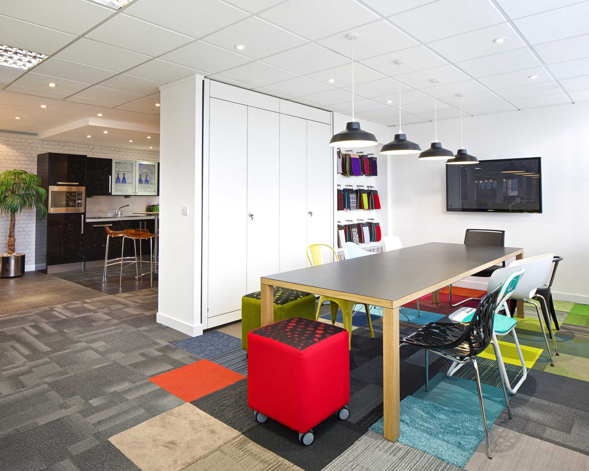 Office interior design berkshire london office for Office by design