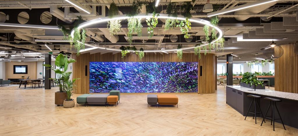 Arcadis: Large display screen