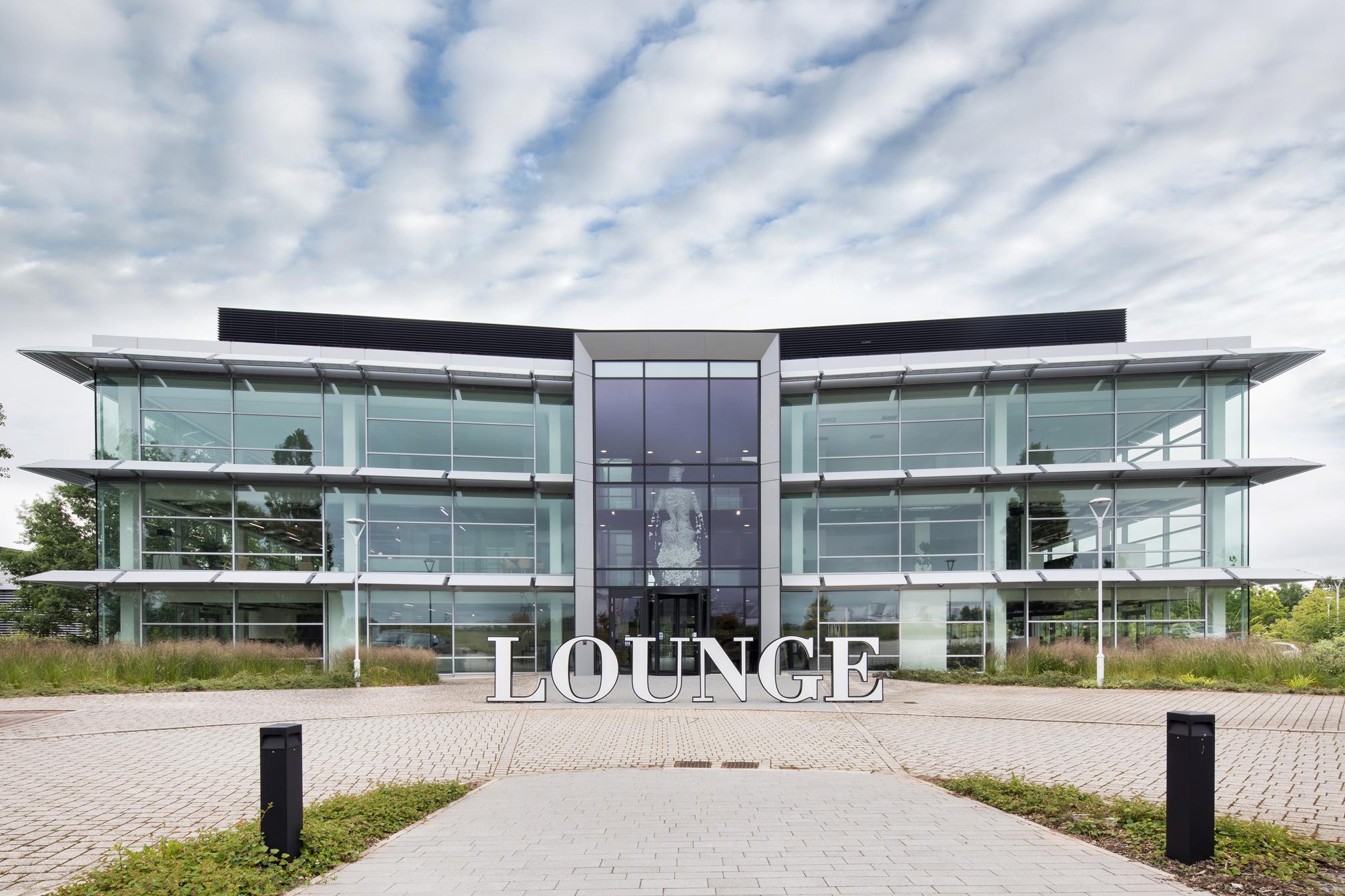 Lounge HQ front elevation